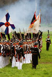 Солдаты армии на Бородино сражают исторический reenactment в России Стоковые Фотографии RF