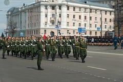 Солдаты в форме на репетиции военного парада Стоковая Фотография RF