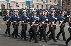 Солдаты в форме на репетиции военного парада Стоковые Фотографии RF