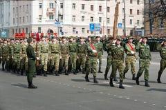 Солдаты в форме на репетиции военного парада Стоковая Фотография