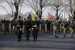 Солдаты на militar параде в Латвии Стоковая Фотография