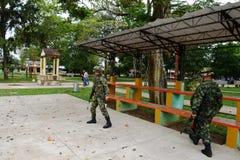 Солдаты патрулируют город Стоковые Фотографии RF