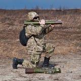 Солдаты увольняли гранатомет Стоковые Фото