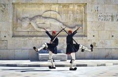 Солдаты Evzones в Афинах Греции Стоковые Фото