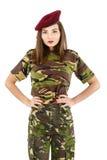 солдат молодой женщины в обмундировании камуфлирования войск Стоковые Фотографии RF