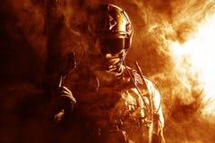 Солдат сил специального назначения в огне Стоковые Изображения