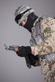 Солдат с пулеметом автомата Калашниковаа Стоковое фото RF