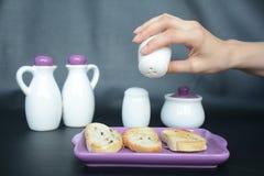 Солить хлеб здравицы стоковые фотографии rf