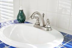 Солнечная раковина ванной комнаты Стоковое Фото