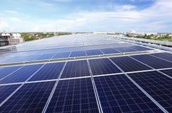 Солнечная система крыши PV стоковое изображение rf