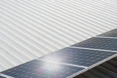 Солнечная система собирая энергию от солнца Стоковые Изображения RF