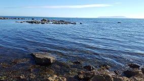 Солнечная jurrasic береговая линия Стоковая Фотография