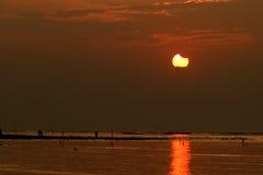 Солнечное затмение во время захода солнца Стоковые Фотографии RF