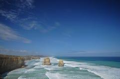 Солнечное после полудня и 12 утесов апостолов около большого Oce Стоковые Фотографии RF