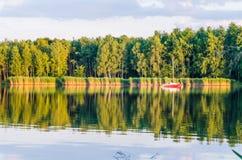Солнечное после полудня озером Стоковая Фотография RF
