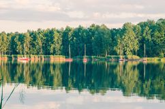 Солнечное после полудня озером Стоковое Фото