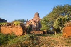 Солнечное утро на руинах старого буддийского виска Bagan, Бирма Стоковое фото RF