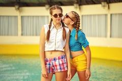 солнечные очки девушки предназначенные для подростков Стоковое Изображение RF