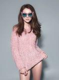 Солнечные очки маски женщины моды конструируют декоративный портрет Стоковые Фотографии RF