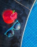 Солнечные очки питья smothie свежих фруктов арбуза Стоковое фото RF