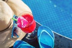 Солнечные очки стекла питья smoothie сока арбуза Стоковая Фотография