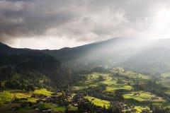 Солнечные лучи над Grund, Швейцарией Стоковые Фотографии RF