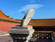 Солнечные часы в имперском дворце Стоковая Фотография