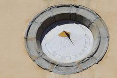 Солнечные часы на Chiesa Santa Maria di Servi в Gubbio Стоковое Фото
