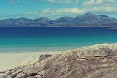 Солнечный белый песчаный пляж, Luskentyre, остров Херриса, Hebrides, Шотландии Стоковая Фотография RF