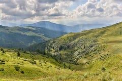 Солнечный день в прикарпатских горах Стоковая Фотография RF