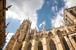 Солнечный день на монастырской церкви Йорка, Англия Стоковое Изображение RF