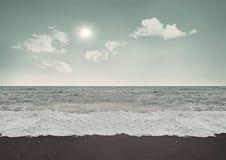 Солнечный день на пляже Стоковое Изображение