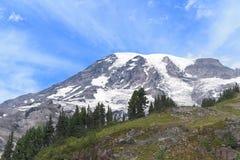 Солнечный день на Mount Rainier Стоковая Фотография RF