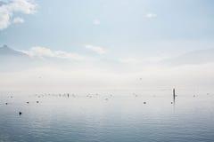 Солнечный зимний день на озере Стоковые Фото