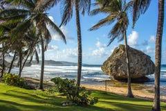 Солнечный пляж в заливе Martins на восточном побережье Барбадос Стоковое Изображение RF
