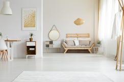 Солнечный свет в живущей комнате стоковые изображения rf