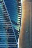 Солнечный свет на небоскребе Стеклянная башня, высокотехнологичная Стоковое Фото