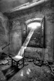 Солнечный свет на стуле (черно-белом) Стоковые Изображения RF