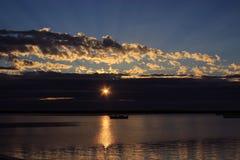 Солнечный свет от думает облака Стоковая Фотография RF