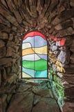 Солнечный свет светя через покрашенное стеклянное окно Стоковое Изображение