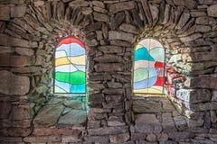 Солнечный свет светя через покрашенное стеклянное окно Стоковые Фотографии RF