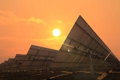 Солнечный свет стороны панелей солнечных батарей Стоковое фото RF