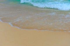 Солнечный тропический пляж на острове Стоковое Изображение RF