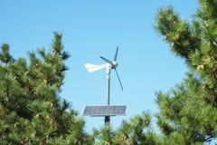 Солнечный cum генератор ветра приведенный в действие стоковое изображение rf