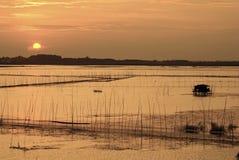 Солнце идет вниз к западу Стоковые Изображения