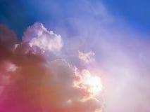 Солнце и облако при лучи приходя вне Стоковые Изображения