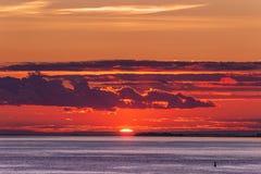Солнце на горизонте Стоковые Изображения RF
