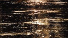 Солнце отражает в вспышках звезд речной воды и продукции озера сток-видео