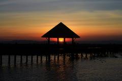 Солнце до конца под крышей стоковое изображение rf