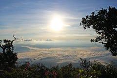 Солнце поднимает после hiked стоковые фотографии rf